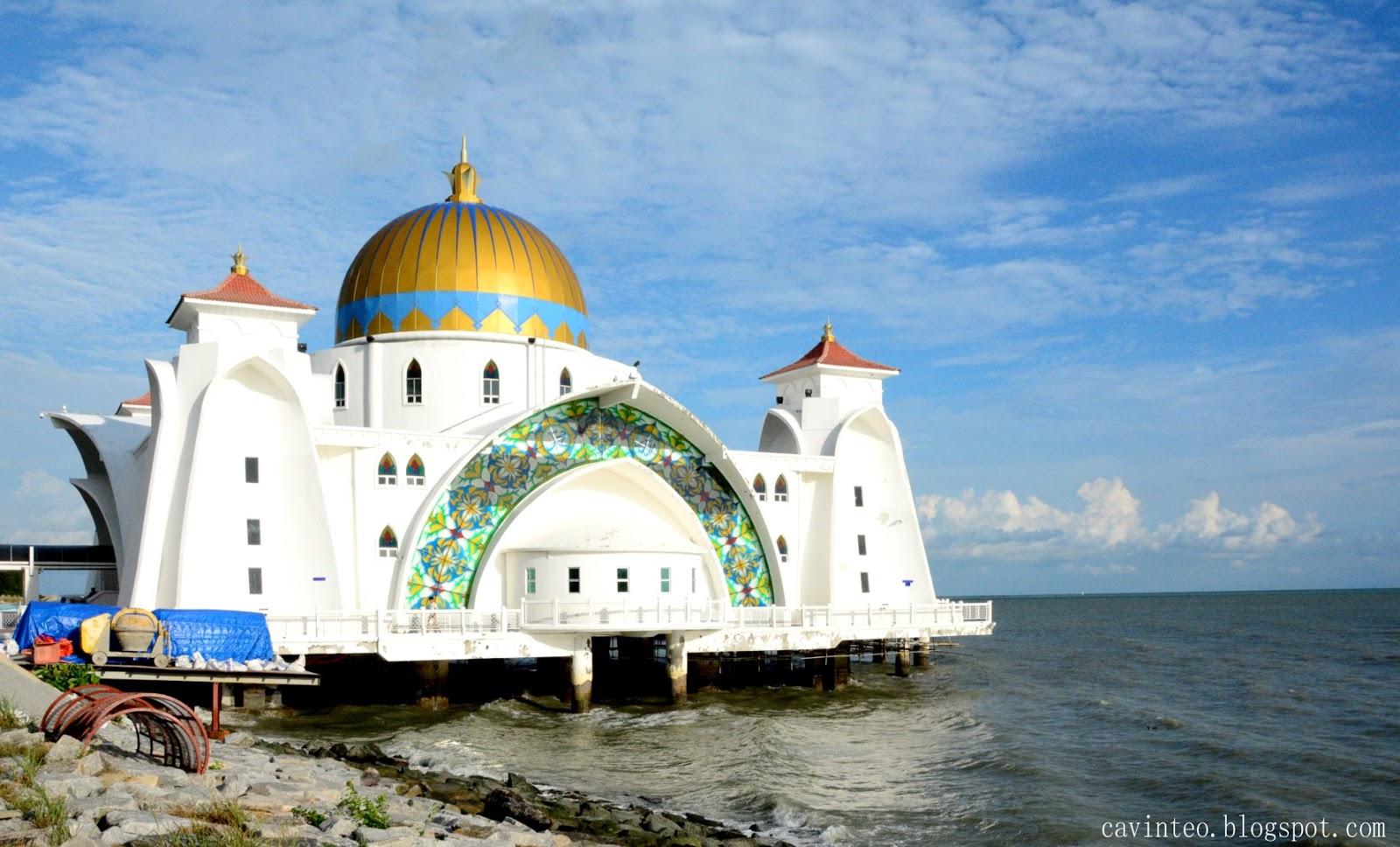 Entree Kibbles Malacca Straits Mosque Masjid Selat
